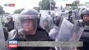 На границе Гватемалы и Гондураса девять человек ранено в столкновениях мигрантов и полиции