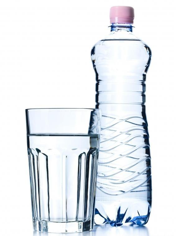 Водопроводная вода поступает из внутреннего крана или втулки и может проходить через внутреннюю систему фильтрации.