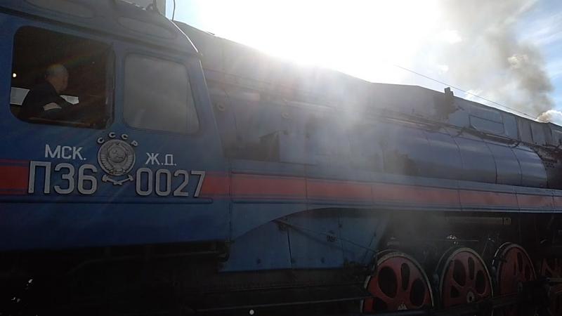 Отправление ретро поезда.