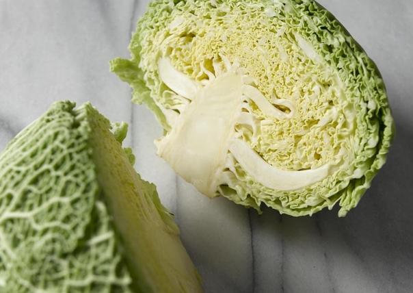 Деликатесная савойская капуста Капуста савойская свое название получила от французской провинции Савойя, находящейся на границе с Италией. Известна эта капуста также как миланская, римская,