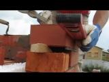 Кирпичная кладка вертикальной штробы (облицовка) - [© masterkladki]
