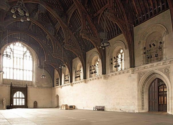 WESTMINSTER HALL Вестминстерский дворец, в котором до сих пор проходят заседания Британского парламента, до 1529 года служил столичной резиденцией английских монархов. Первый королевский дворец