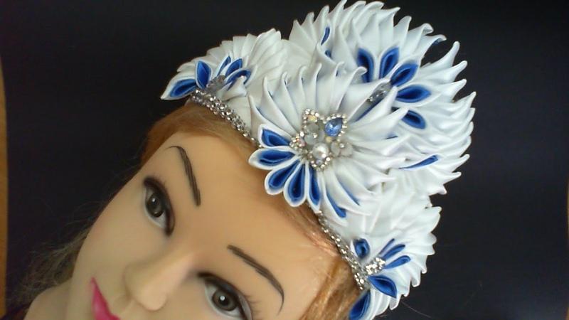 DIY/МК/ Как сделать новгоднюю корону из острых лепестков канзаши в бело-синих тонах