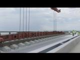 Укладка «бархатных» путей на Крымском мосту
