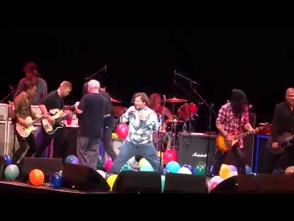 Foo Fighters ~ Immigrant Song ~ with Tenacious D Slash ~ Forum ~ 1 10 15