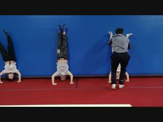 Тренировки по гимнастике и акробатике