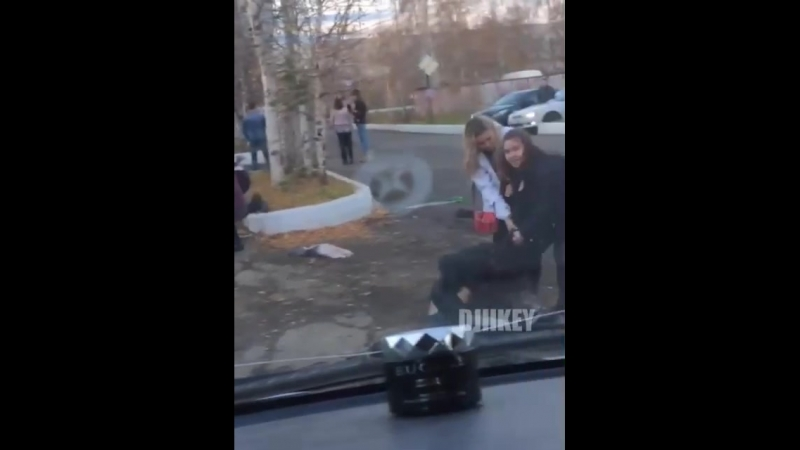 Видеофакт: массовая драка девушек взорвала Интернет