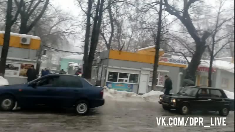 Харцызск. 21.01.19. Из-за халатности местных властей в центре города было парализовано движение.