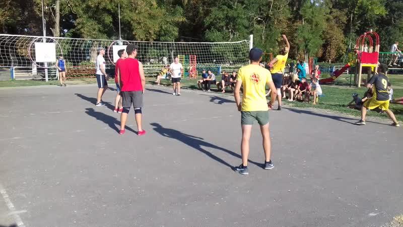 4 смена 2018 года. Товарищеская игра по волейболу ФИЗРУКИ - ВОЖАТЫЕ