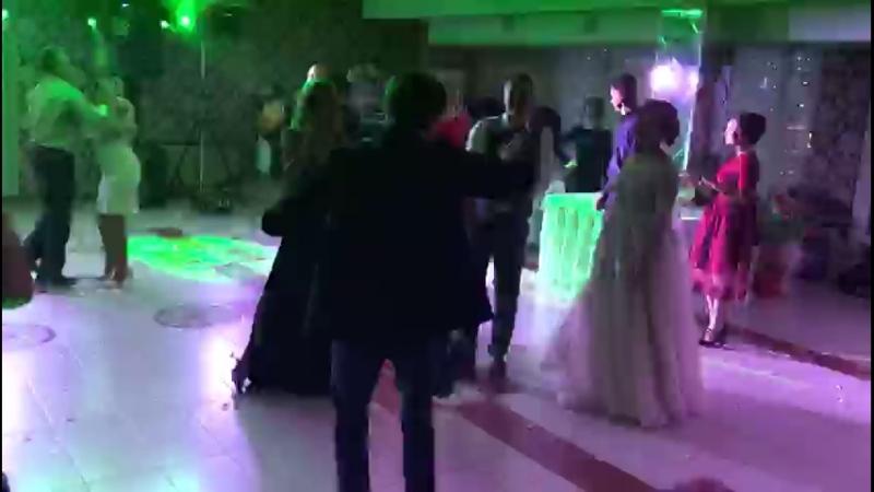 Даня зажигает на свадьбе дяди