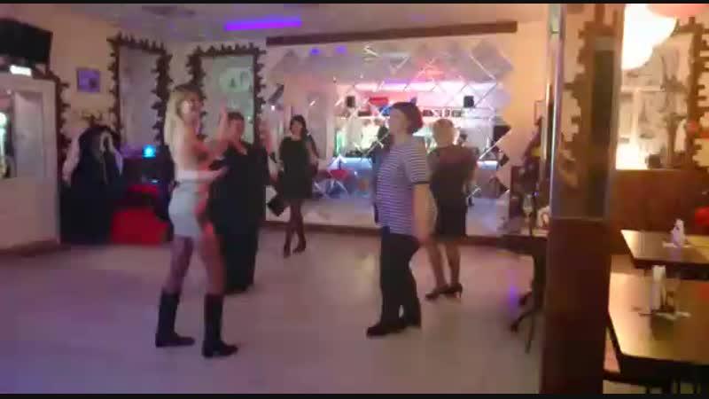 Танцуем под Руки вверх.