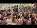 Los hinchas colombianos cantaron _Colombia
