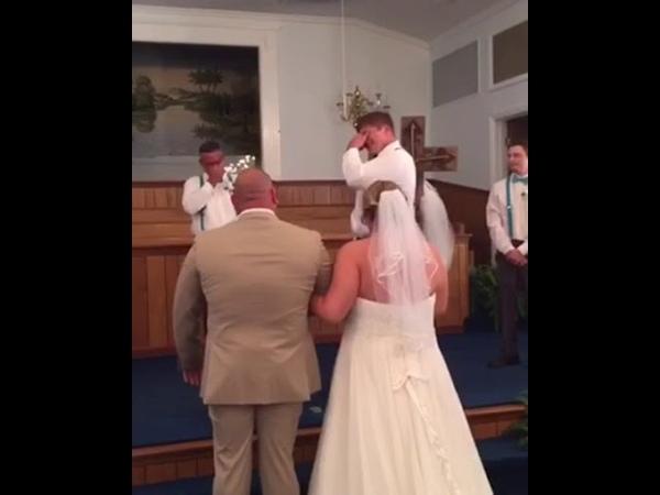 Groom Cries As Bride Walks Down the Aisle - 995744