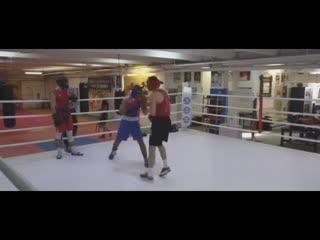 Спарринг - стрелка тайца и боксера. Красный - Михаил Рушуков(тайский бокс) Синий - Мухтар Забитов (Бокс)