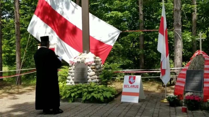 Мидлтон Канада гора эмигрантов Беларуский крест Владыка Святослав проводит молебен о памяти предкам Беларусав июнь 2018