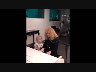 Алла Пугачева с дочкой Лизой за фортепиано