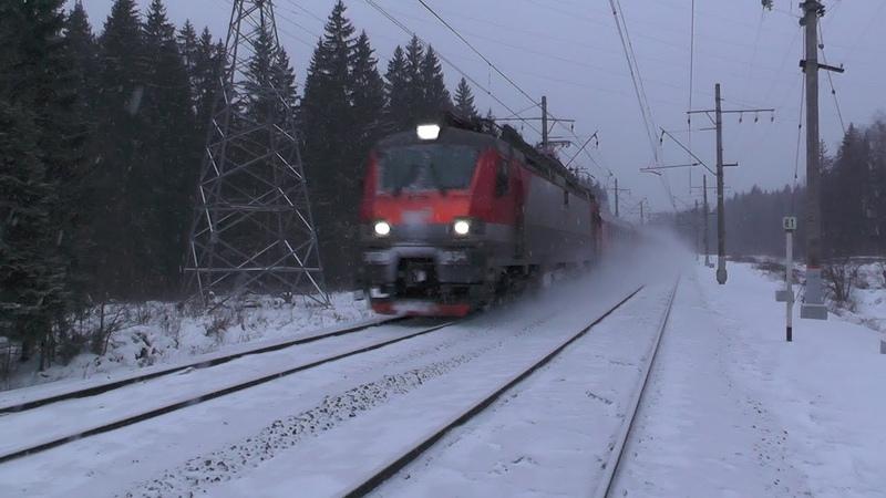 Электровоз ЭП20-034 с фирменным поездом Полонез