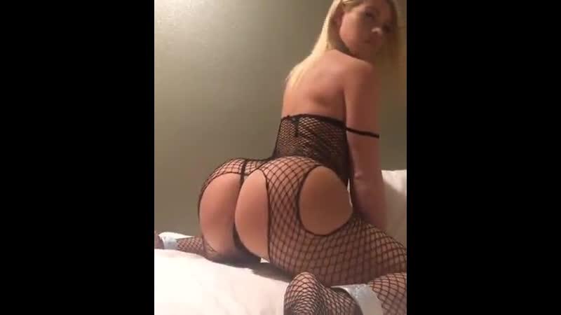Упругий попец молодой блондинки сексуальные девушки красивая попа секс не порно голые женщины частное эротика домашнее раздевае