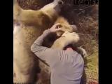 Животным тоже нужна любовь!!