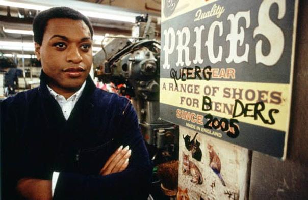 Чумовые боты (2005) Чарли Прайс всегда был записным неудачником неудивительно, что именно ему суждено было довести до ручки существовавший десятилетиями семейный бизнес обувную фабрику. Крах