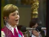 Дима Голов и Большой детский хор ЦТ и ВР - Улыбка 1975 (В. Шаинский М. Пляцковский)