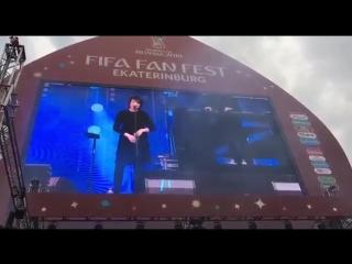 "Земфира говорит о футболе на фестивале ""Маяк"" в ЦПКиО"