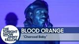 Выступление Blood Orange с песней «Charcoal Baby» на шоу Джимми Фэллона