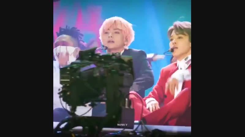 Blue haired taehyung pink haired taehyung at the end of the idol performances i cant breathe