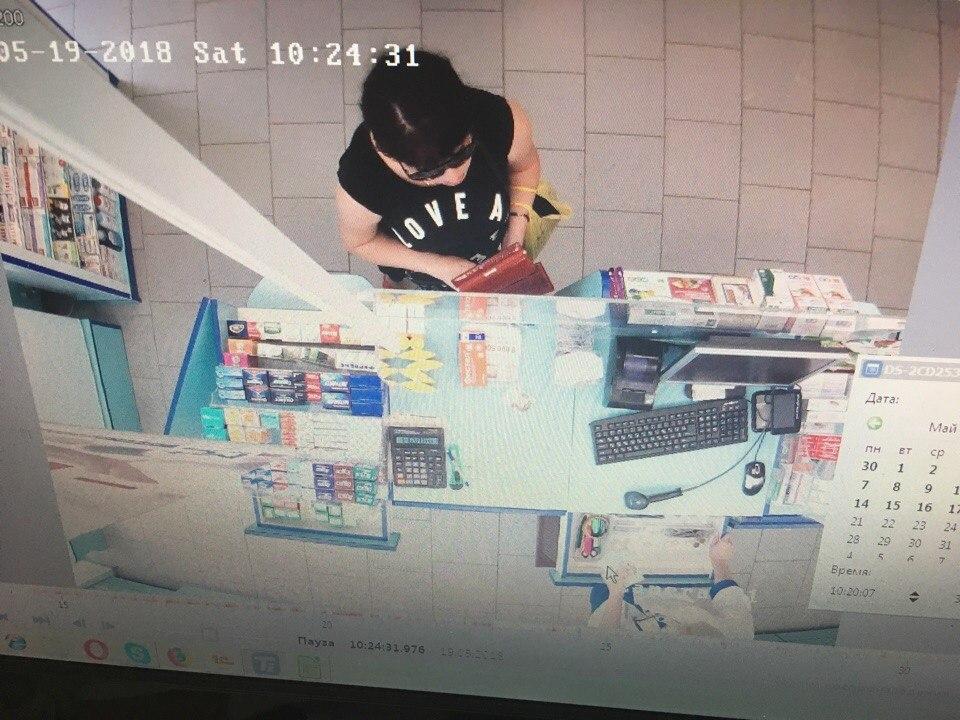 Девушка в Армянске украла таблетки с аптеки
