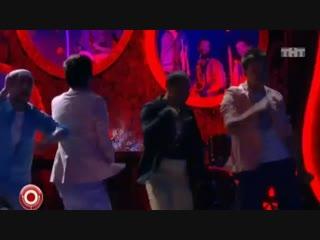 Как танцуют в клубах