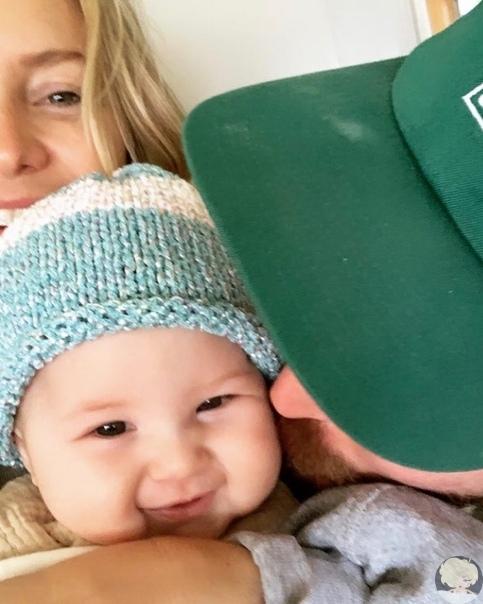 Кейт Хадсон умилила фанатов снимком с мужем и маленькой дочкой