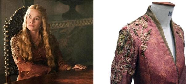 Костюмы из сериала Игра престолов Сериал «Игра престолов» - это экранизация романов Джорджа Мартина «Песнь Льда и Пламени». Костюмы в сериале занимают особую роль. Они продуманы до мелочей и