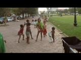 Дети в Камбодже: Пошел на х***!