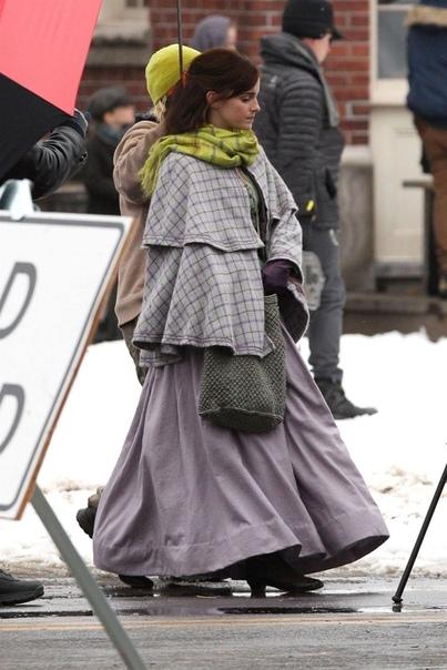 Сирша Ронан, Эмма Уотсон, Флоренс Пью и Элайза Сканлен на съёмках фильма «Маленькие женщины» Премьера в США намечена на 25 декабря 2019