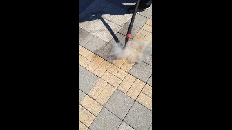 Очистка тротуарной плитки от жевательной резинки