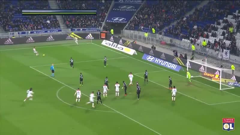 Notre attaquant @Martin_Terrier a inscrit trois buts sur les 3 dernières journées de @Ligue1Conforama ! - - Retour sur ses 8 but