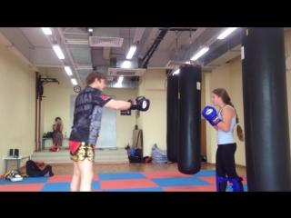 Роллинг девушек в тайском боксе