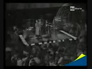 Miriam_Makeba-_Malaika_(Live_Performance_1969).3gp