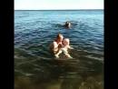 Светка первый раз купается
