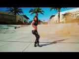 Sam Tobey танцует с разноцветным дымом.mp4