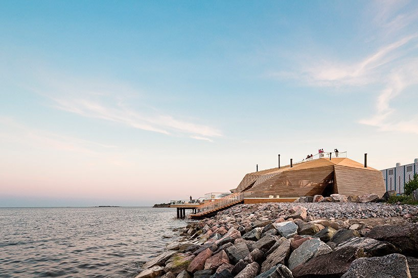 Avanto architects completes loyly sauna on helsinki coast
