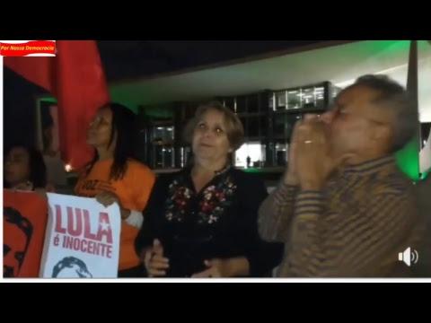 Ato em frente ao STF cobra respeito a constituição e liberdade a Lula.
