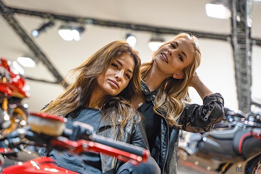 Девушки на выставке EICMA 2018 в Милане. Часть 1 (фото)