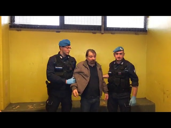 La presa consegna di Cesare Battisti al GOM, gruppo operativo mobile delle polizia penitenziaria