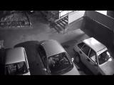 Окурки в Усть-Илимске на машины кидают
