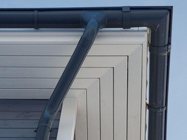 Обзавелся фасадом из скандинавской доски с поднятым ворсом недавно сданный дом серии Оптимум под Гатчиной 👌🏻 Проект будет называться Оптимум-131, вскоре его выложим.