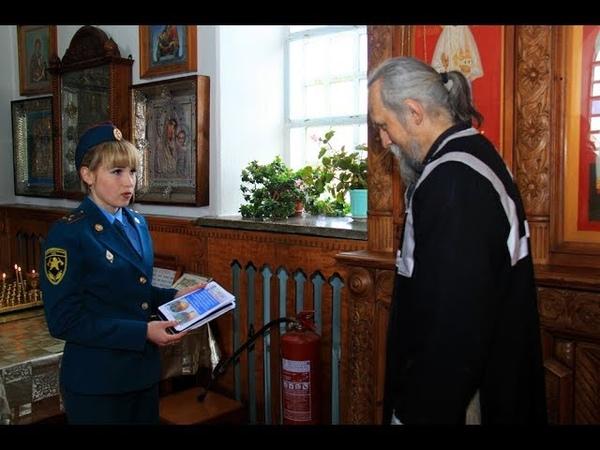 Сотрудники МЧС ДНР обследуют храмы в преддверии праздника Пасхи