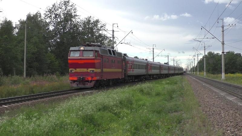 Электровоз ЧС2Т-1036 с поездом №010 Санкт-Петербург - Архангельск и с приветливой бригадой