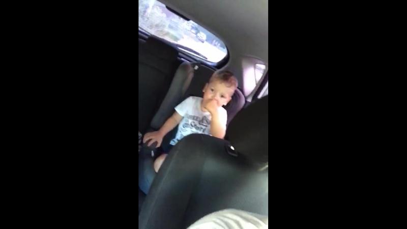 Славик плачет от того, что ему 3 года