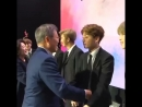 The way Jungkook adjusted and rested his chin on the president shoulder, this was the sweetest hug :( Namjoon looked so proud wa